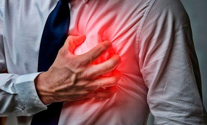 No solo el dolor en el lado izquierdo del pecho es signo de infarto