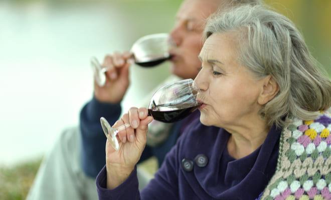 Pacientes con insuficiencia cardíaca podrían seguir consumiendo alcohol sin problema