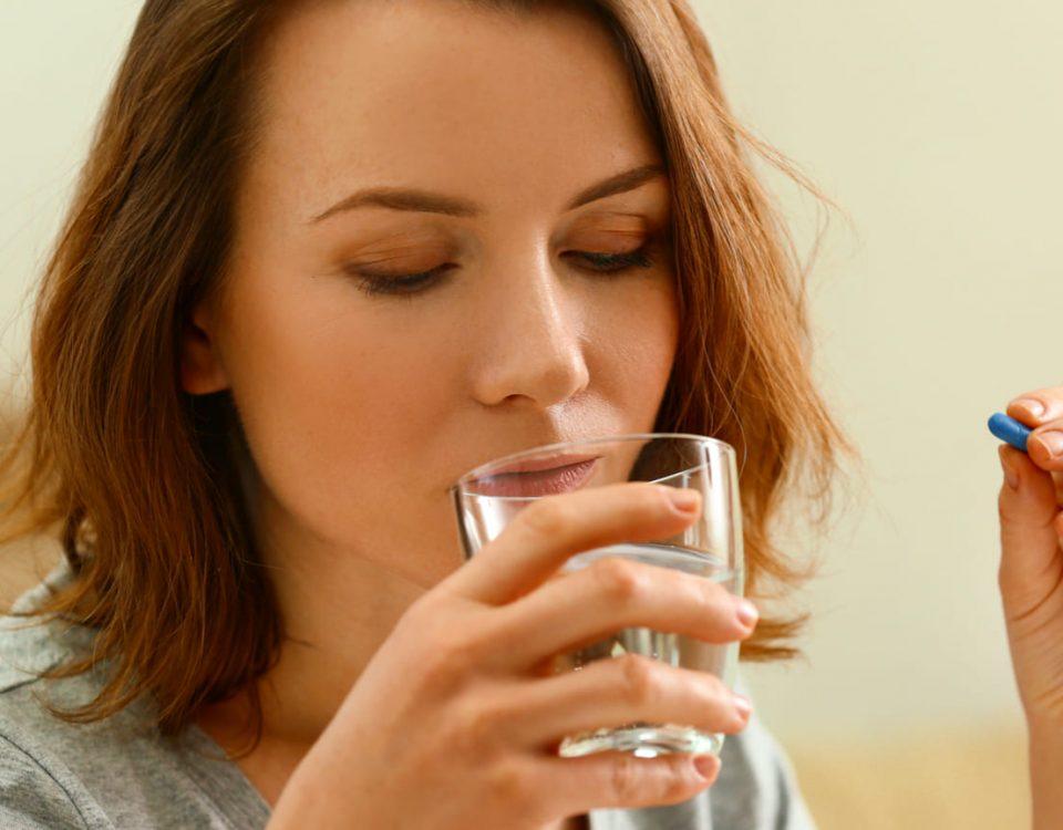 Mayor riesgo cardiovascular en mujeres que toman antibióticos por más de 2 meses