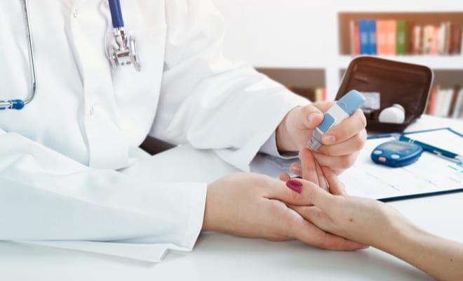 Paciente diabética sufre convulsiones y es diagnosticada con cáncer cerebral y del pulmón