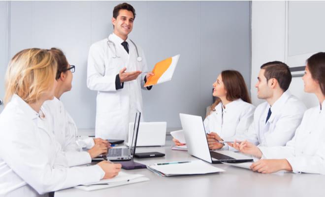 Cardiólogos se educan en nuevas técnicas para el tratamiento cardiovascular
