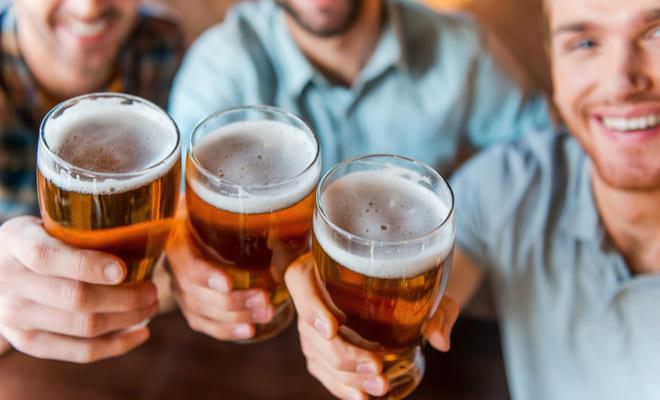 Beber cerveza con moderación mejoraría la salud cardiovascular