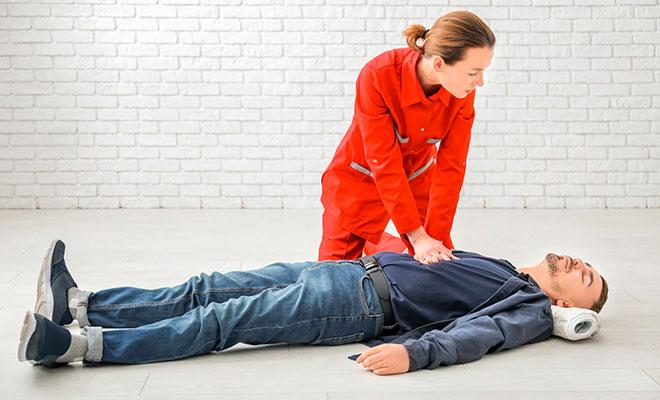 Las mujeres recibirían menos reanimación cardiopulmonar que los hombres