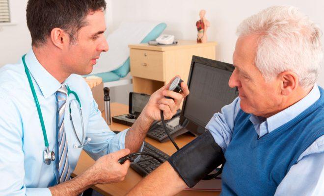 Pacientes con patologías como la hipertensión o la diabetes tienen un riesgo mucho más alto de contraer el coronavirus.