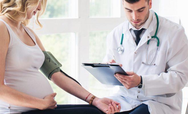 Complicaciones en el embarazo aumenta el riesgo cardíaco y cerebral